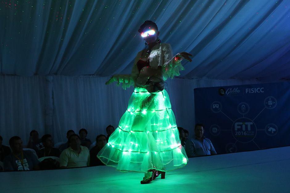 Las prendas combinan estilo y resaltan con sus juegos de luces. (Foto: Alejandro Balán/Soy502)