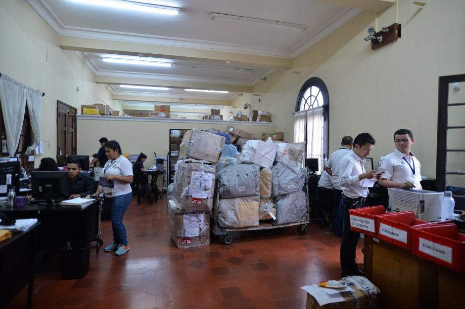 La agencia solo entrega paquetería, aún no recibe. (Foto: Wilder López/Soy502)