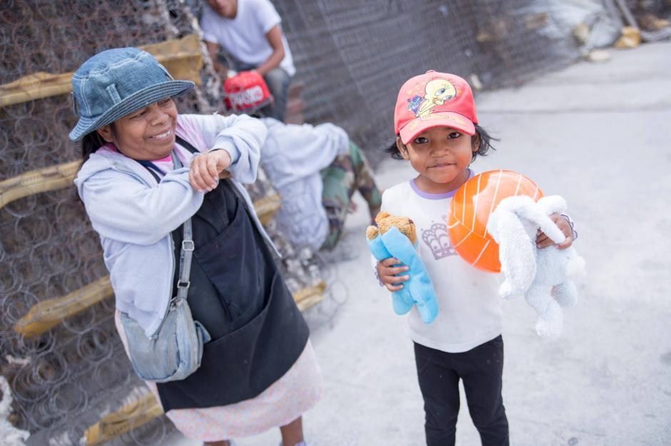 Varios niños recibieron un regalo especial y para este año se lanzó la colecta para el Día del Niño. (Foto: Juguetweet GT)