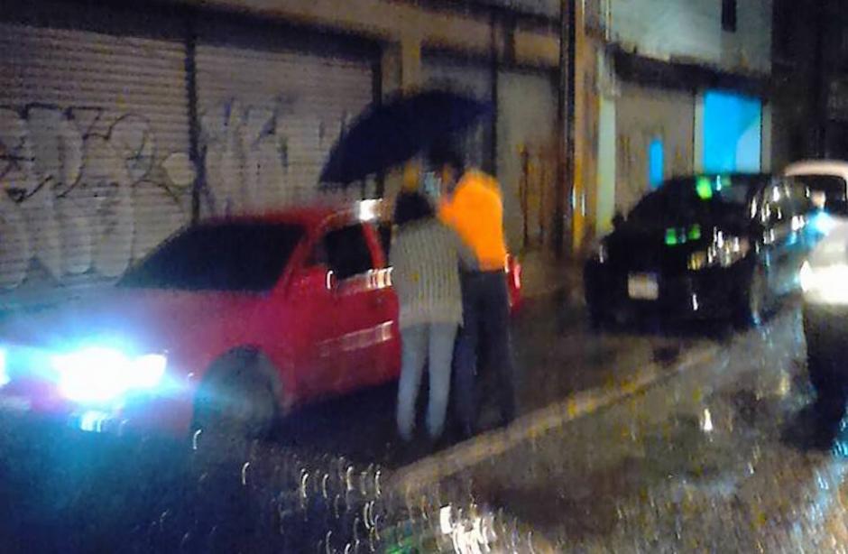 Esta imagen fue captada entre la sexta y séptima avenida de la zona 2. (Foto: Facebook, Olguier Arnulfo Hernández)