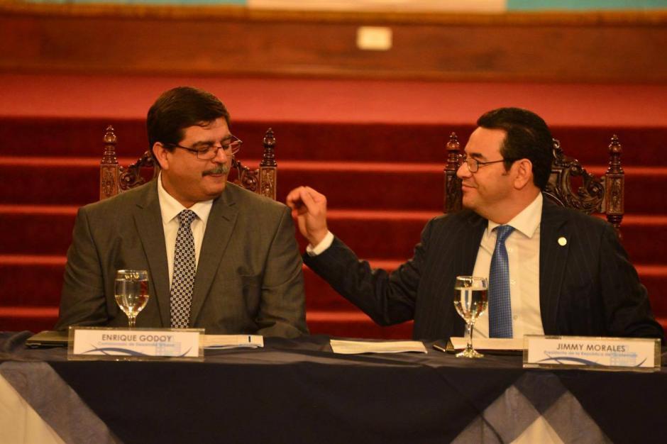 Jimmy Morales y Enrique Godoy presentaron la Agenda Urbana GT. (Foto: Jesús Alfonso/Soy502)