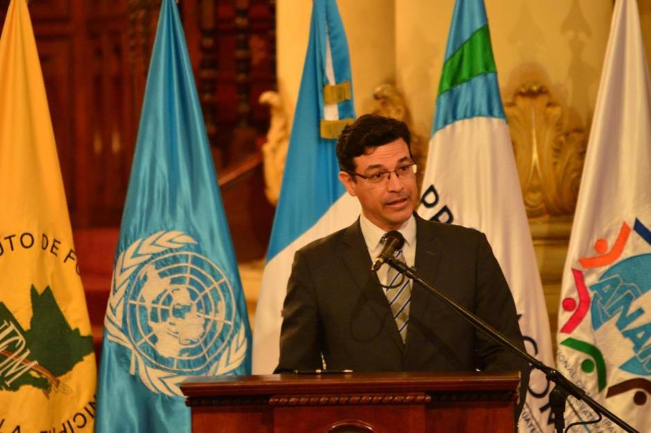 Elkin Velasquez, director de ONU Hábitat para Latinoamérica, invitó al Presidente al evento global que se dará en Quito en octubre. (Foto: Jesús Alfonso/Soy502)