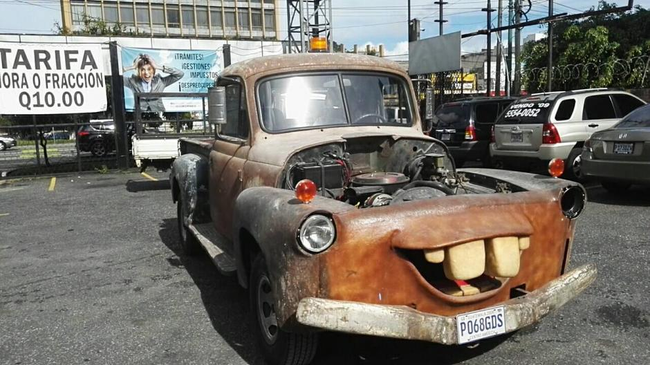 La oxidada grúa será expuesta para recaudar dinero para los bomberos Voluntarios. (Foto: Gustavo Méndez/Soy502)