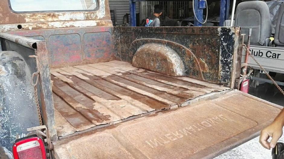 Toda la carrocería está oxidada, lo que le da el toque especial. (Foto: Gustavo Méndez/Soy502)