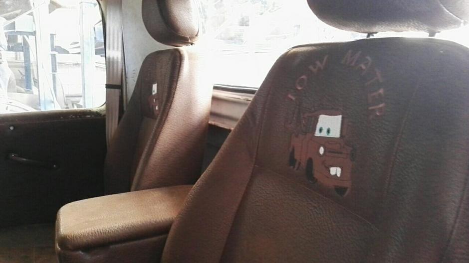 En el interior se observan estos detalles en la grúa. (Foto: Gustavo Méndez/Soy502)