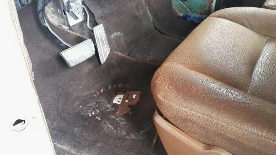 """Las alfombras del auto también lucen a """"Mate"""". (Foto: Gustavo Méndez/Soy502)"""