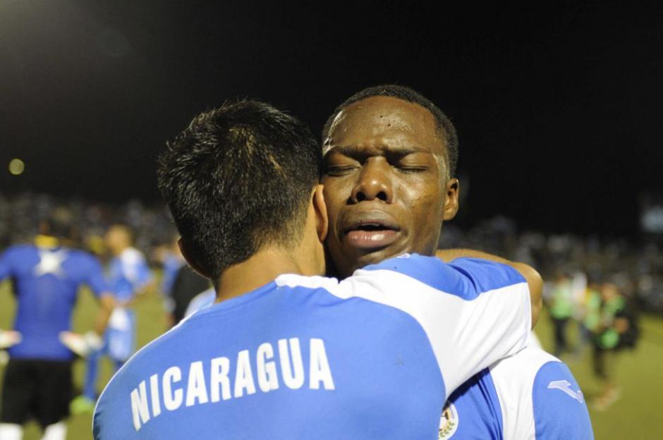 """Los """"nicas"""" lloraron la eliminación, tras ganar de visita pero caer como locales. (Foto: EFE)"""