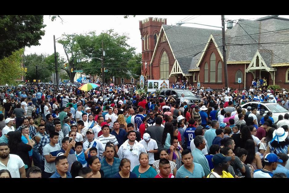 Cientos de guatemaltecos participaron en la actividad de conmemoración de la independencia. (Foto: Twitter)