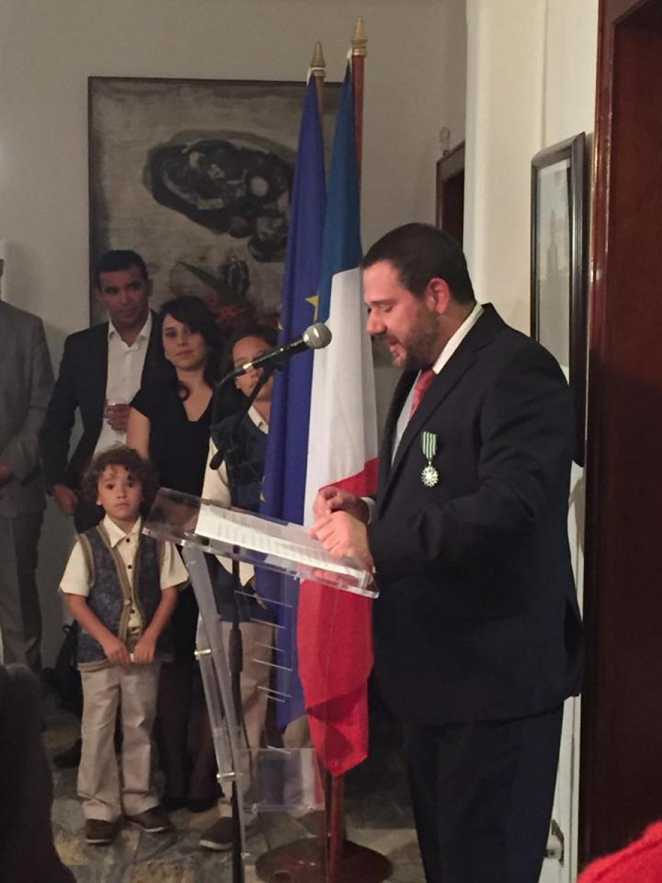 El intelectual recibió la condecoración por su aporte a la cultura y las letras. (Foto: María Ximena Romero)