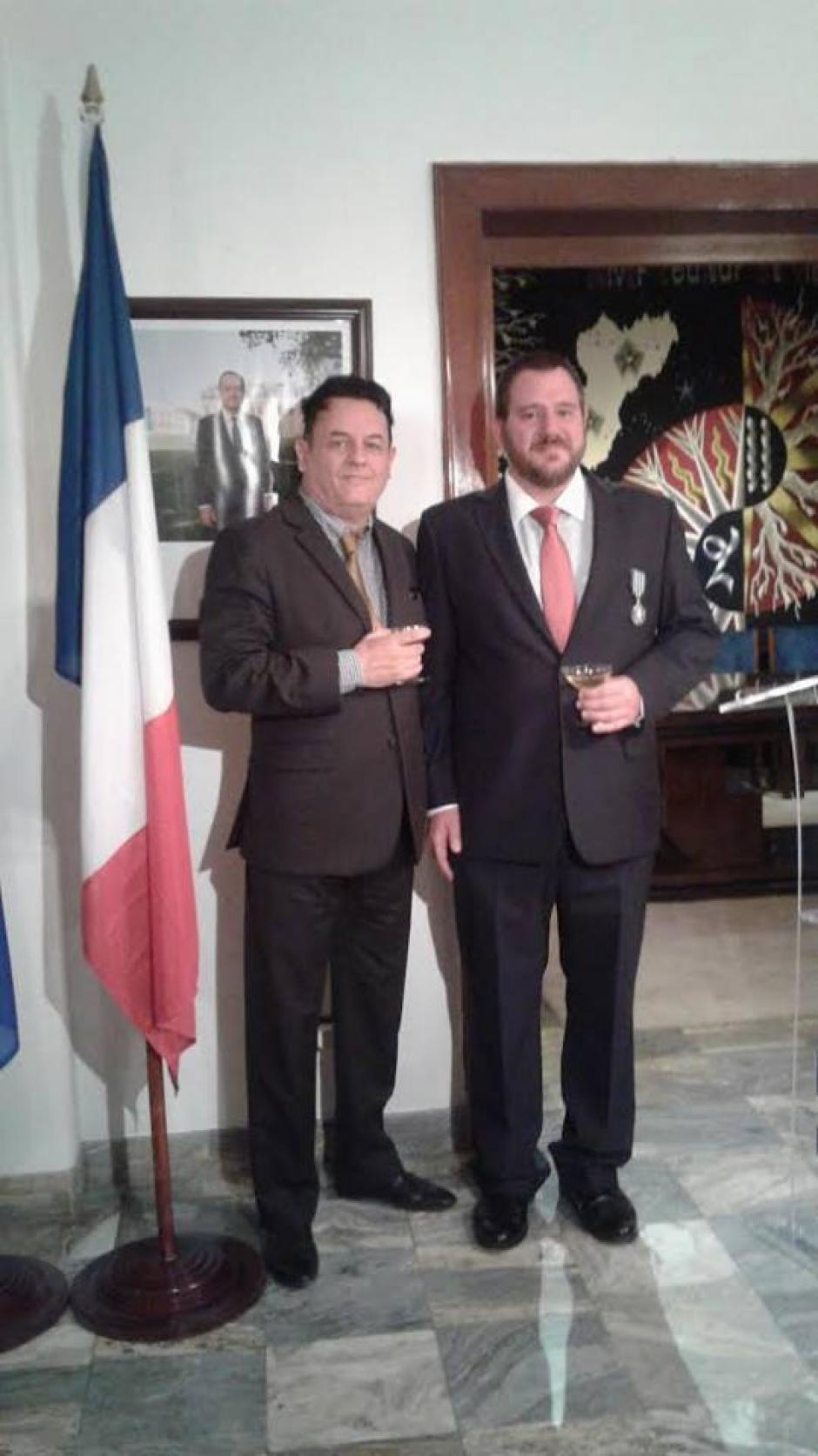 Hunziker junto al director general de la Alianza Francesa Marc Sagaert. (Foto: Embajada de Francia en Guatemala)