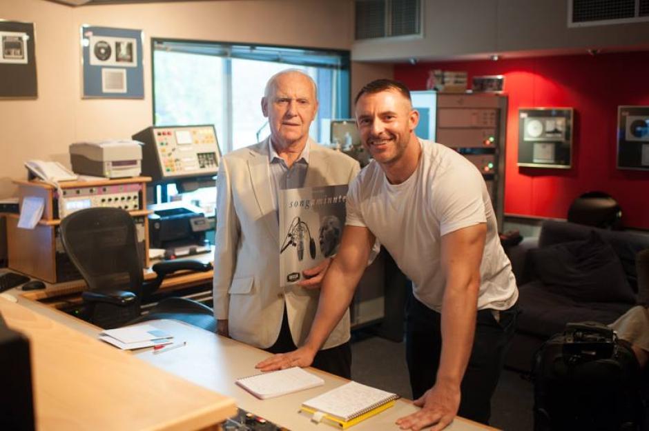 Teddy McDemott y su hijo Simon definen detalles del proyecto musical. (Foto: The Songminute man)