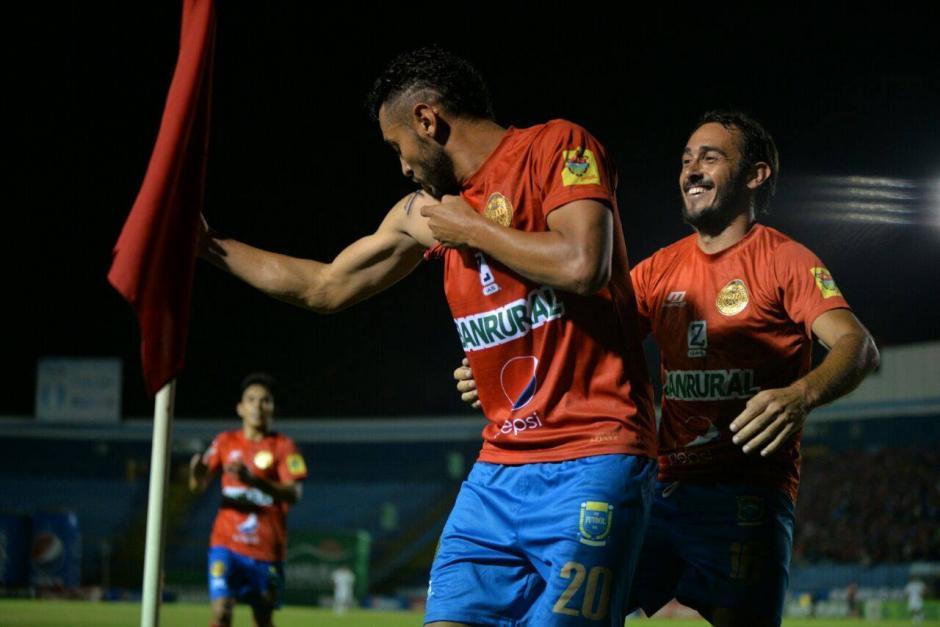 Guerra anotó el único gol del clásico 295. (Foto: Wilder López/Soy502)