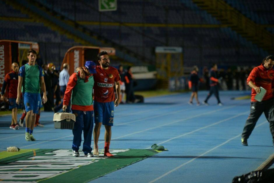Kamiani salió asistido debido a un esguince en el tobillo. (Foto: Wilder López/Soy502)