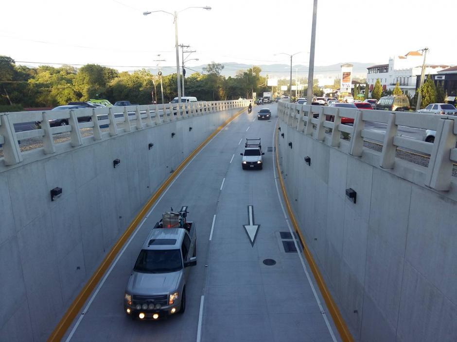 El nuevo viaducto permitirá que el tránsito sea más fluido en ese sector de la zona 16. (Foto: Álvaro Hugo Rodas)
