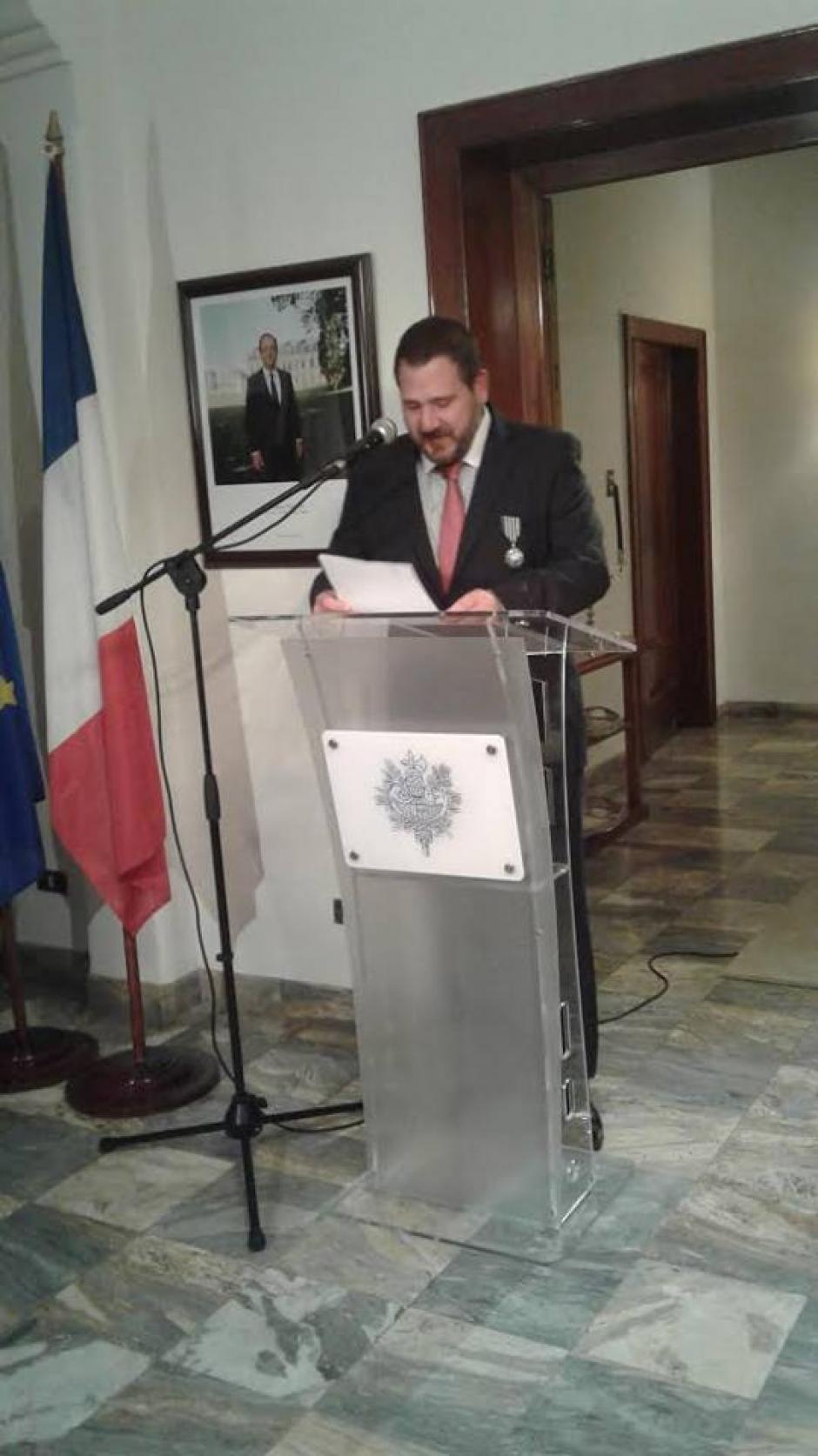 Hunziker es Caballero en la Orden de las Artes y las Letras. (Foto: embajada de Francia en Guatemala)