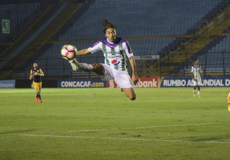 Agustín Herrera derrochó coraje, pero no pudo anotar.  (Foto: Luis Barrios/Soy502)