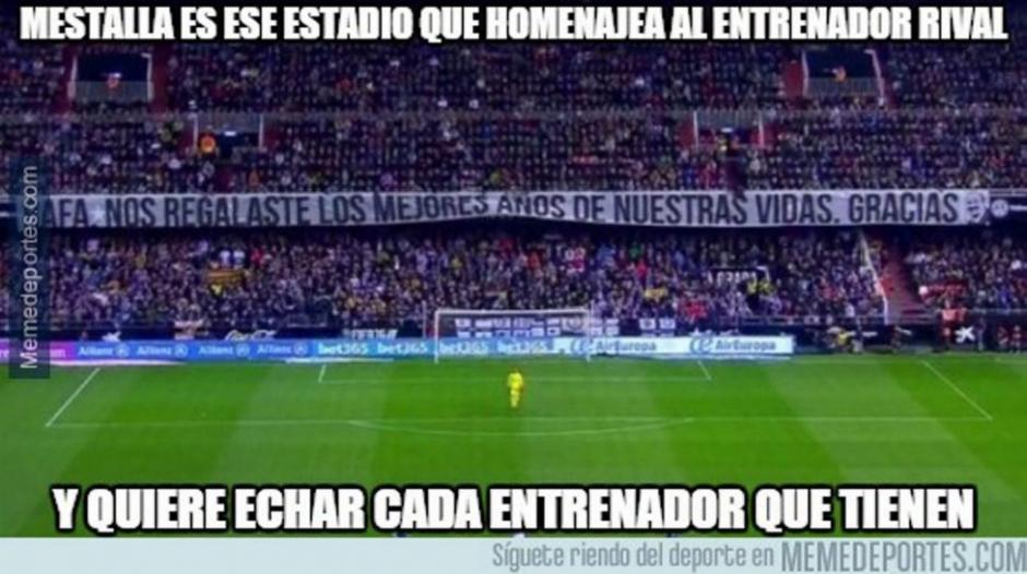 La afición de Valencia aplaudió a Rafa Benítez, quien los dirigió hace algunos años.