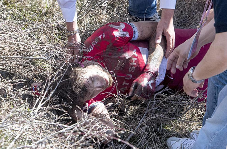 Así quedó el holandés Steven Kruijswijk, tras sufrir un accidente. (Foto: EFE)