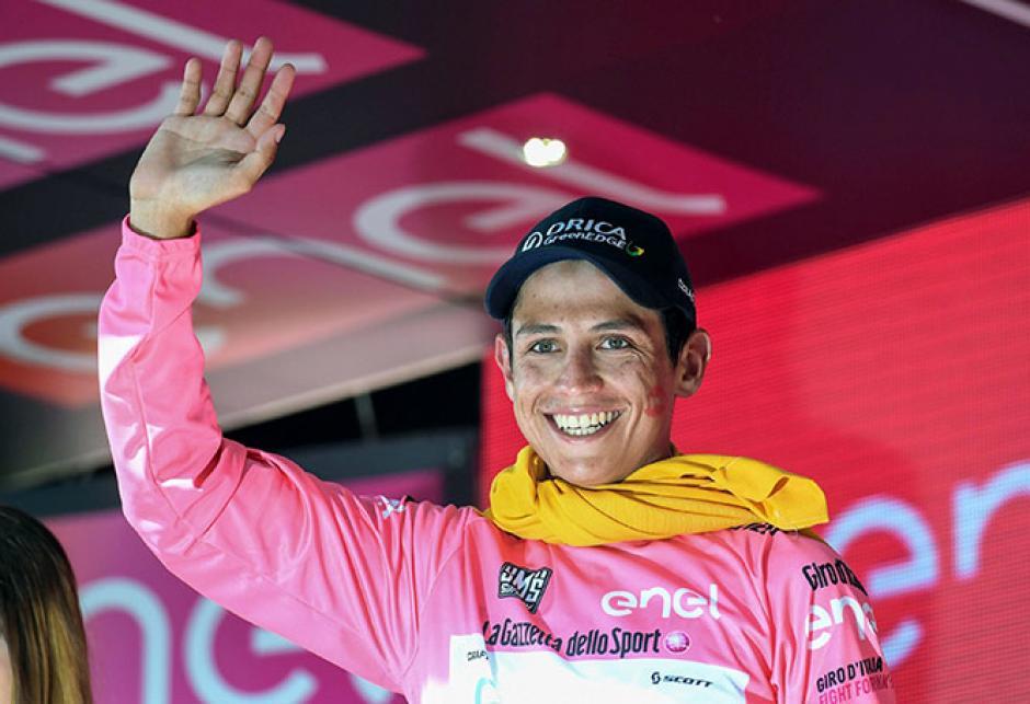 El colombiano, Esteban Chaves, es el nuevo líder de la carrera. (Foto: EFE)