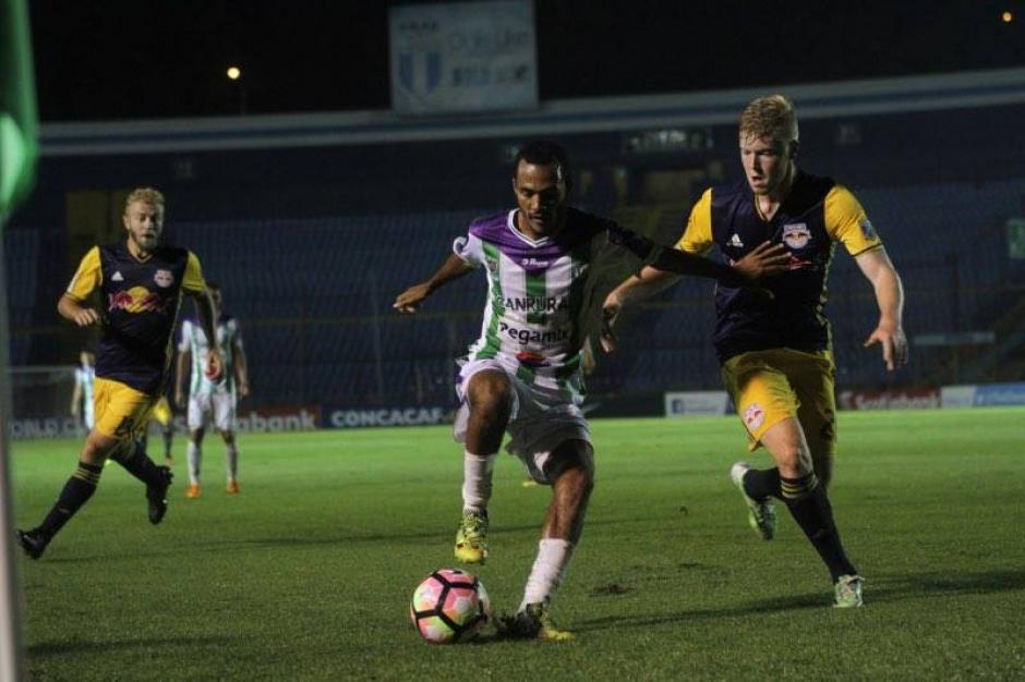 Enrique Miranda no pudo desplegar su fútbol.  (Foto: Luis Barrios/Soy502)