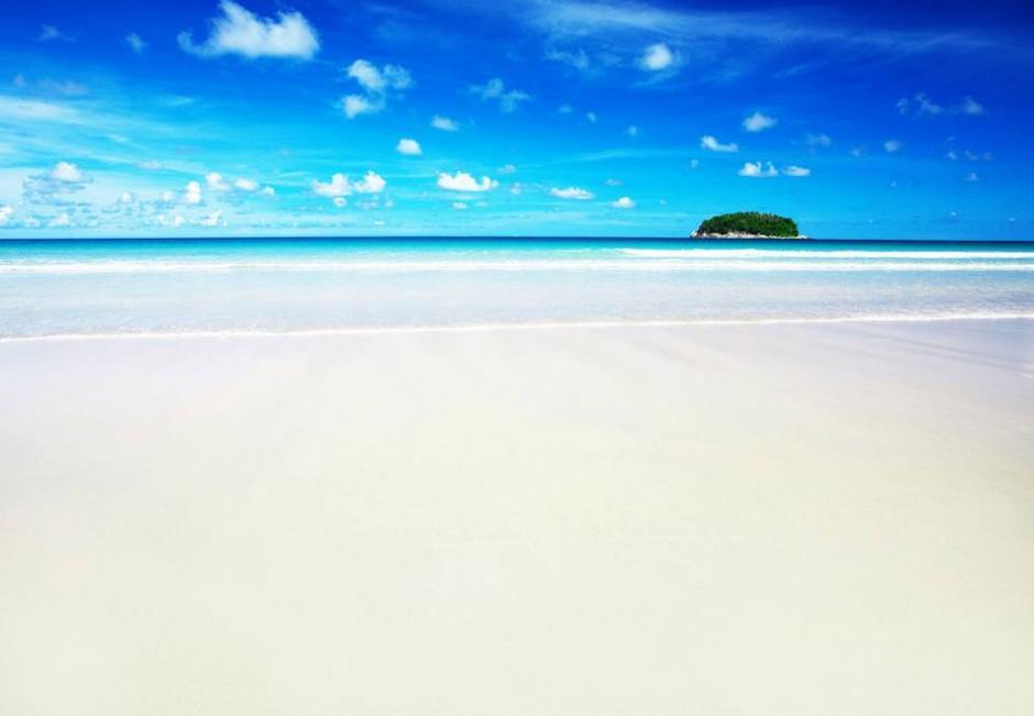 La mayor cantidad de la arena blanca proviene de la labor del pez loro para conseguir alimento en los corales. (El Universal)