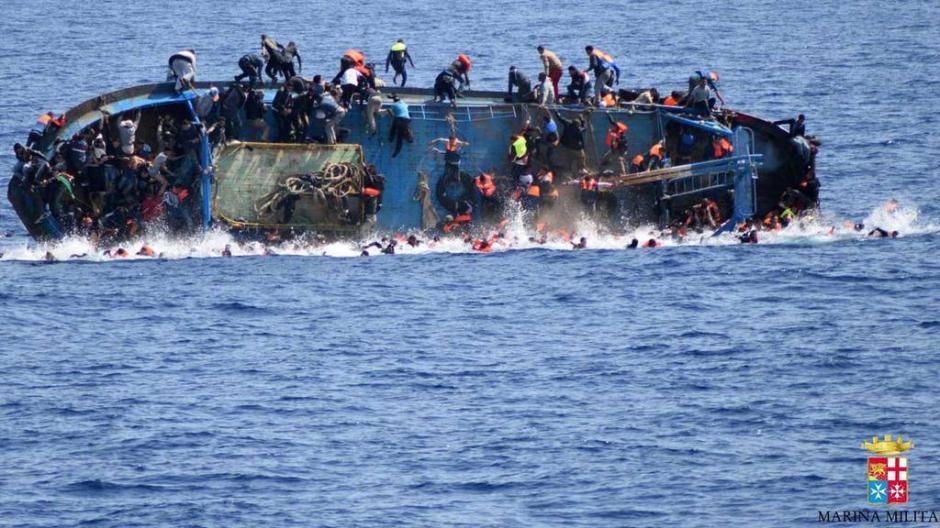 Decenas de desaparecidos tras el hundimiento en las costas de Libia. (Foto: Marina italiana)