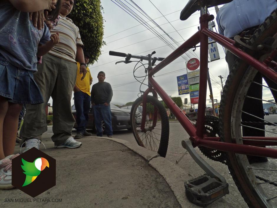La página San Miguel Petapa.com inició una campaña para reparar la bicicleta. (Foto: San Miguel Petapa.com)