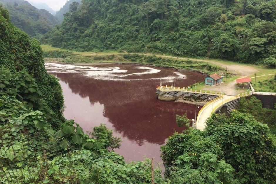 El Río Samalá fue contaminado por una sustancia desconocida. (Foto: Stereo 100)