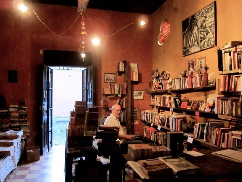 El sitio también cuenta con una biblioteca donde puedes intercambiar libros. (Foto: Café No Sé)