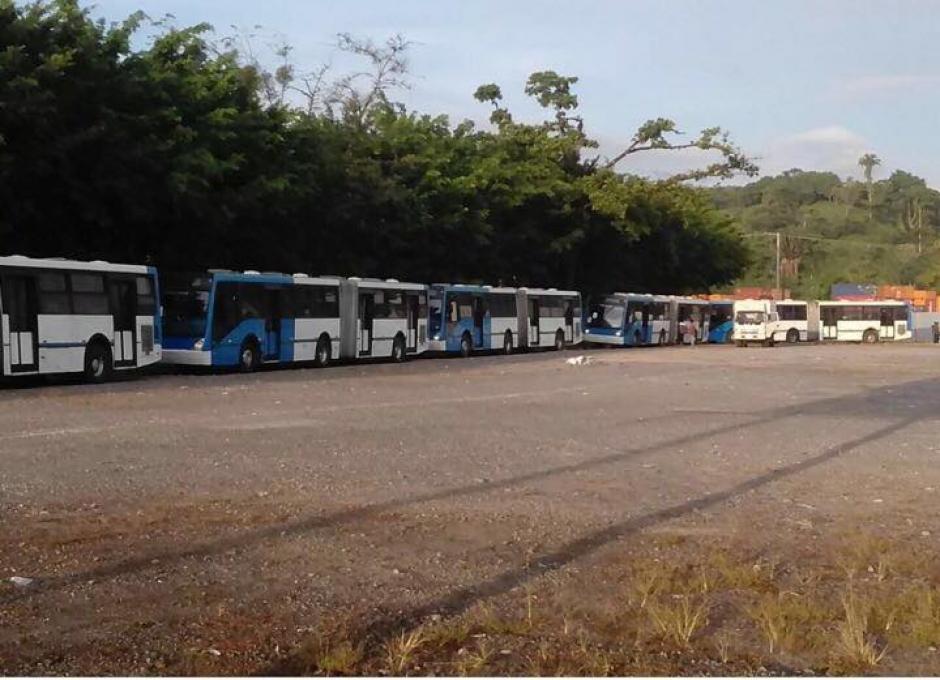 La flotilla de buses realizó varias paradas en su camino a Guatemala. (Foto: Facebook/Neto Bran)