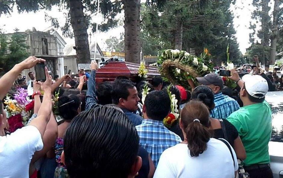 El lunes se llevó a cabo el sepelio en el Cementerio General de la zona 3. (Foto: Radio Éxitos)