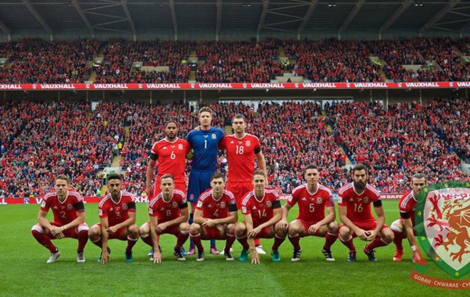 Esta es la manera peculiar como posa el once de Gales. (Foto: Twitter)