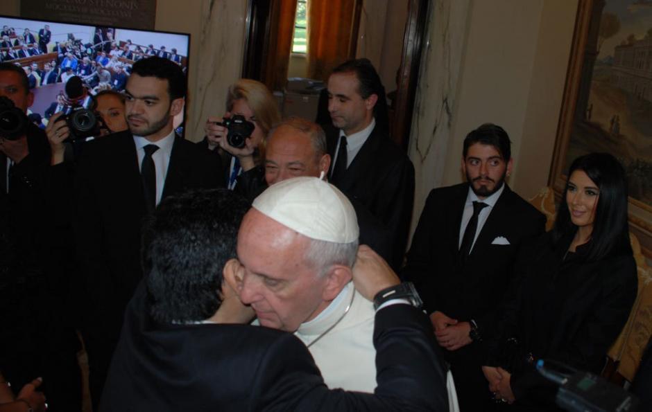 Maradona le mostró su admiración al Papa Francisco. (Foto: Twitter)