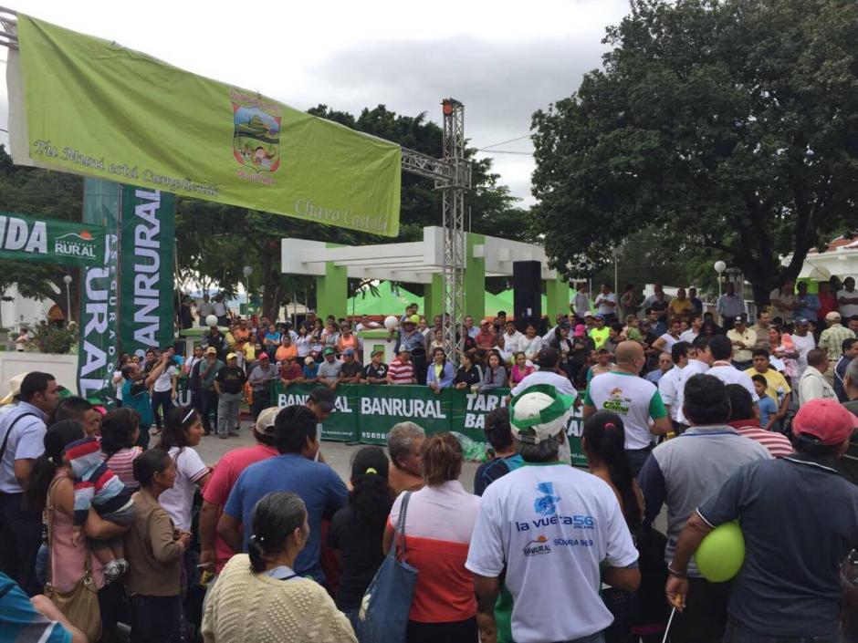 La gente salió a las calles a apoyar a los ciclistas. (Foto: Orlando Chile/Nuestro Diario)