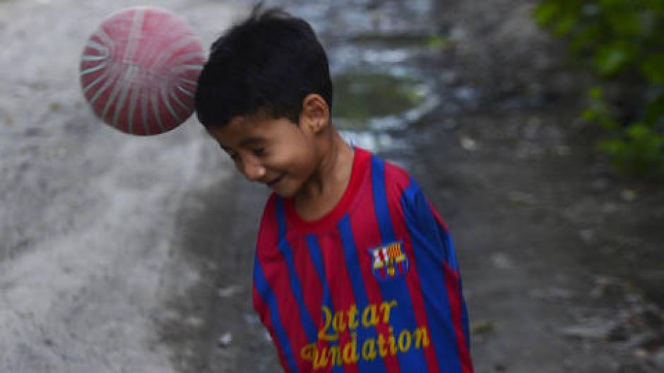 Su sueño es conocer a Messi y Neymar y al resto del FC Barcelona. (Foto: EDH Deportes)