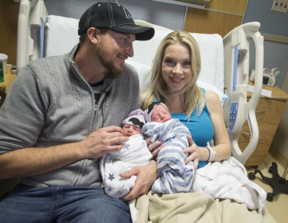 Los pequeños llegaron para alegrar a sus padres. (Foto: Arizona Republic)