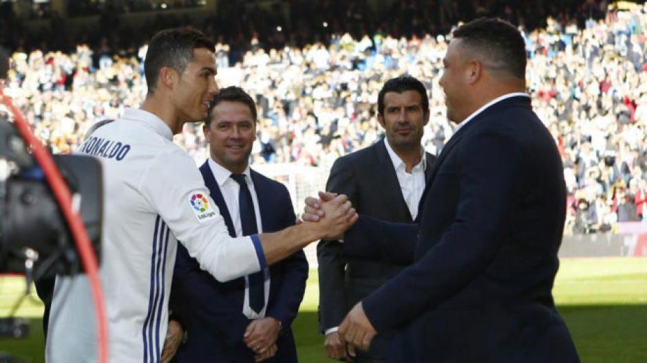 Los Ronaldos se saludaron antes del partido. (Foto: AS)