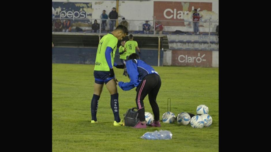 Laura Bariatti atendió a los jugadores de Suchi previo al partido contra Xelajú. (Foto: Instagram)