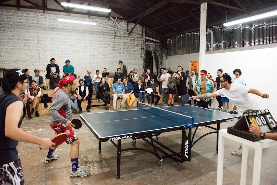 Los artistas interactúan con el público, todo es posible en este espacio. (Foto: ERRE)