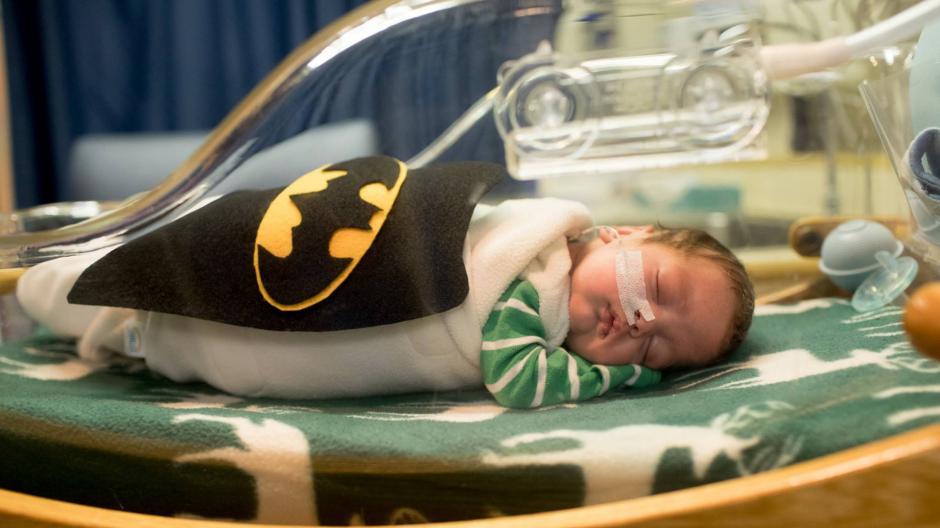La iniciativa fue de las enfermeras de la unidad de cuidados intensivos del recién nacido del Hospital Saint Luke. (Foto: infobae.com)