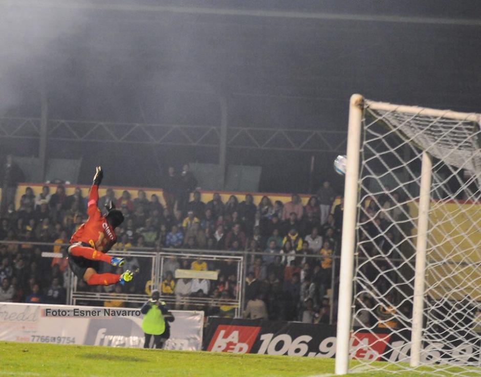 Con este golazo Marquense venció 2-1 a Municipal. (Foto: Esner Navarro)