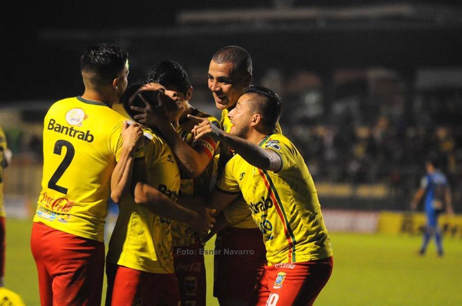 Luis Rodas y Ángel Cabrera anotaron y le dieron los tres puntos a Marquense. (Foto: Esner Navarro)
