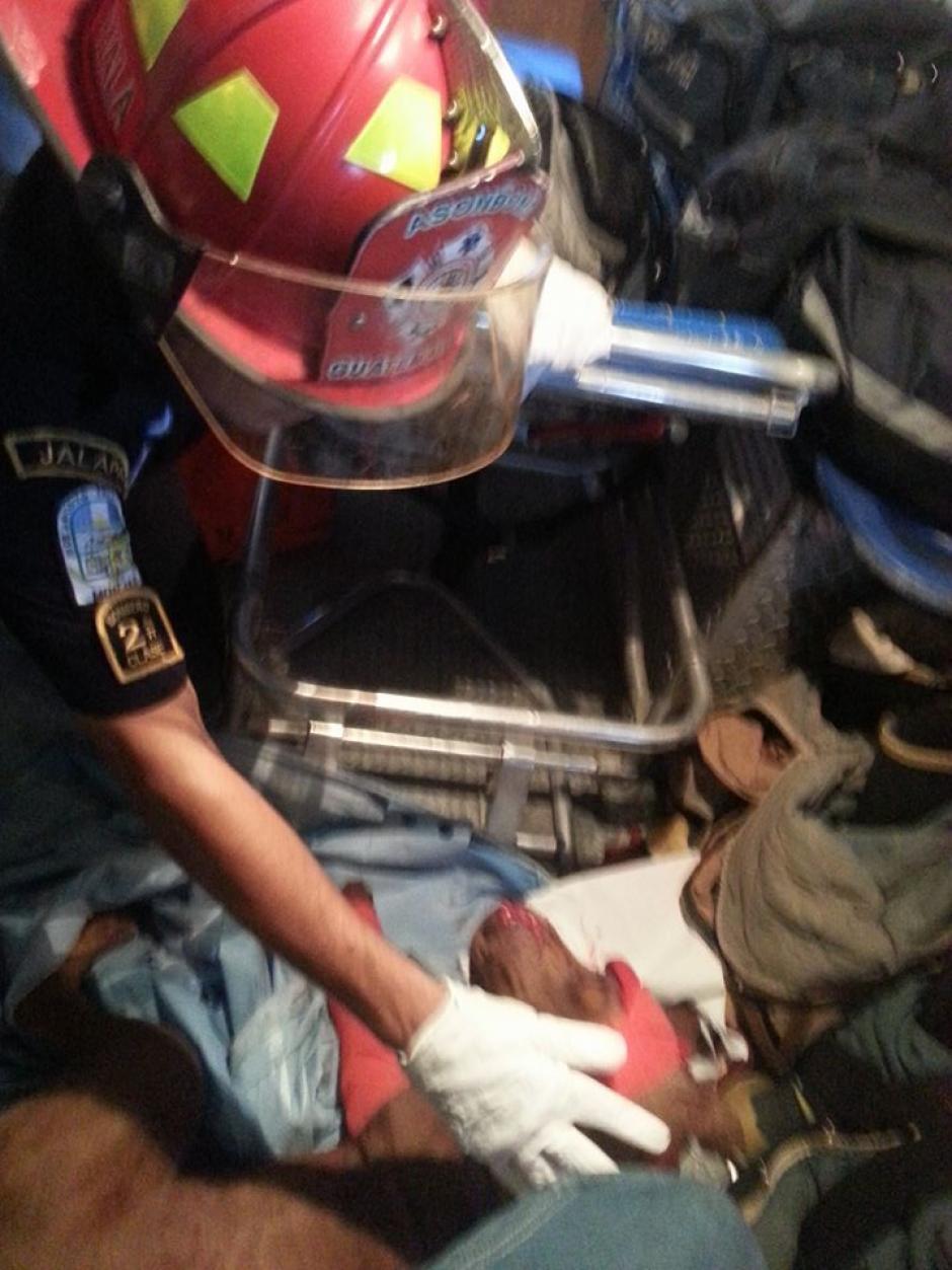 La unidad E-62, trasladó al perro herido a la subestación de Monjas. (Foto: BMD Monjas, Jalapa)