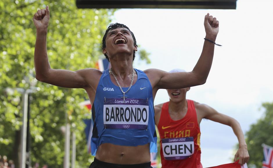 Tras ganar la medalla de plata, Erick Barrondo declaró que cambiaría las pistolas por un par de zapatos para que más jóvenes hagan deporte.(Foto: Archivo/Nuestro Diario)
