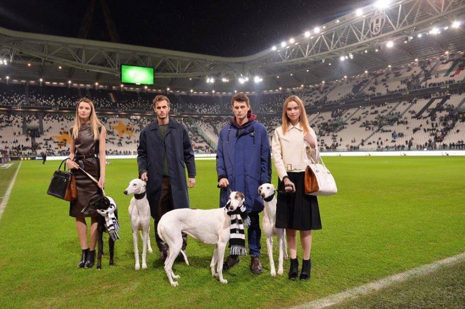 En el encuentro Juventus-Sampdoria se hizo el lanzamiento de los modelos otoño-invierno 2014 también con la figura central de los elegantes galgos blancos. Foto Trussardi