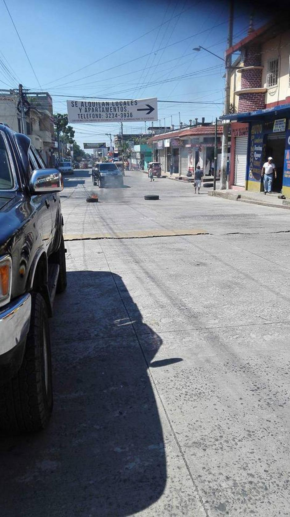 Las calles de Malacatán fueron cerrada por mototaxistas inconformes. (Foto: Noticias del Valle)
