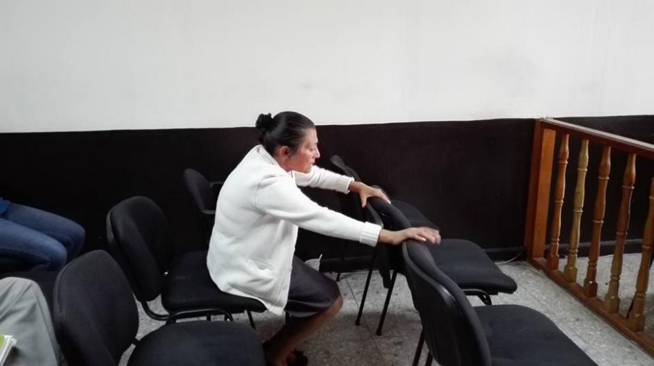 La madre del sindicado se desmayó tras conocer la sentencia. (Foto: Marcia Zavala/Soy502)