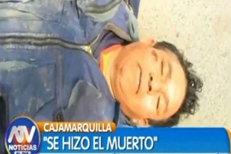 Richard Campos Torres se quiso pasar de listo haciéndose el muerto para no ser detenido por la poliía pero su ebriedad no le ayudó a lograr su cometido