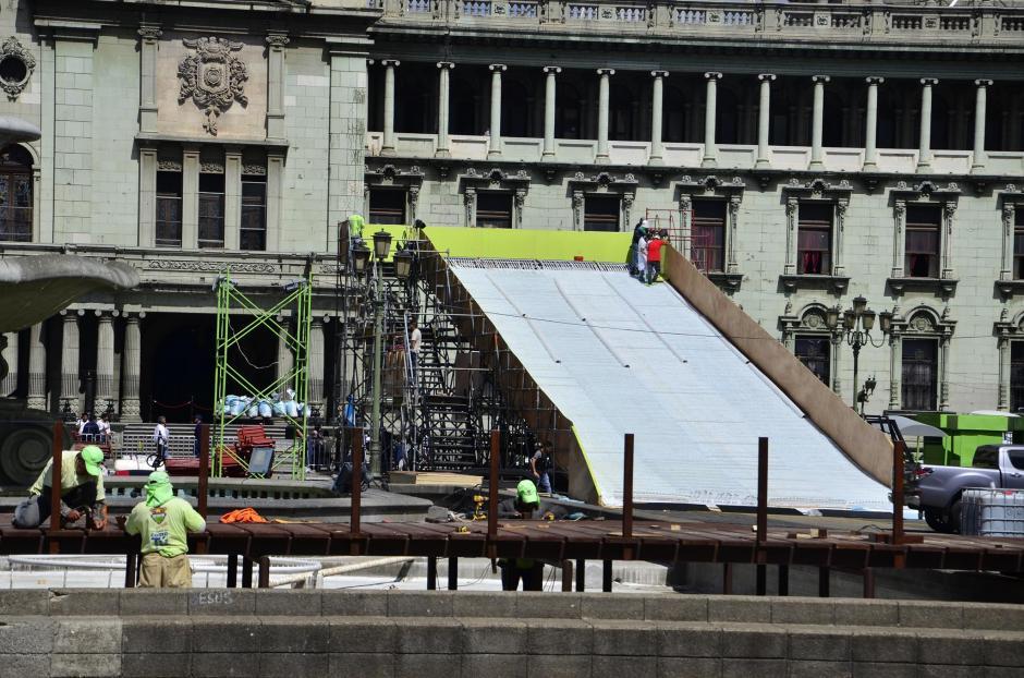 El resbaladero es uno de los clásicos atractivos del festival. (Foto: Selene Mejía/Soy502)