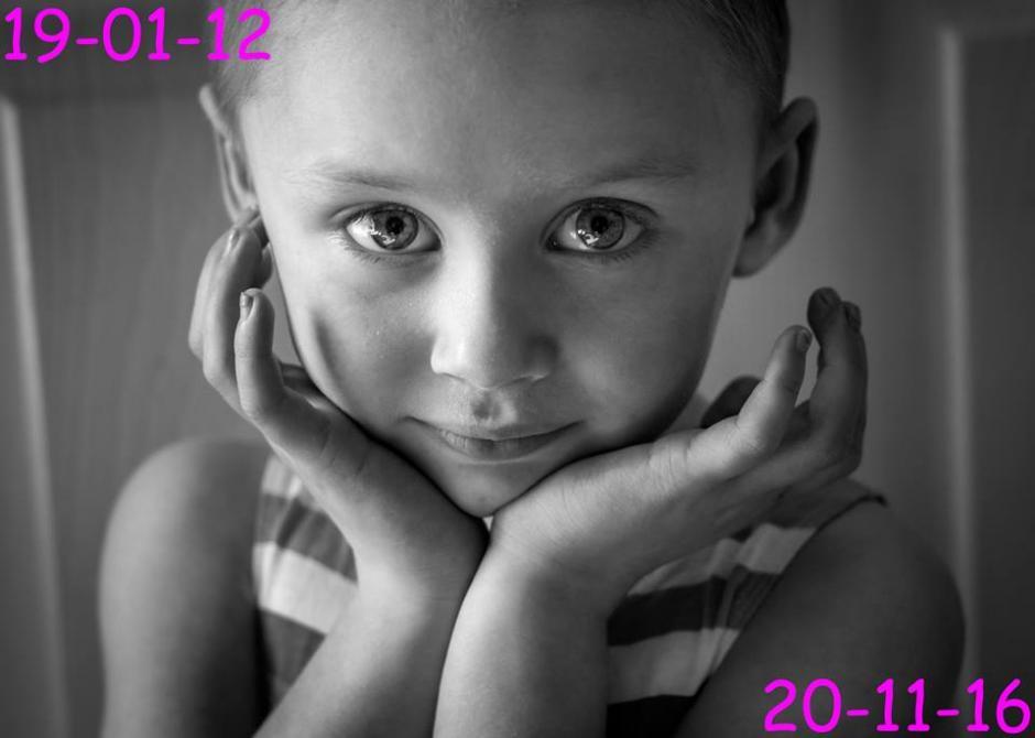 Jessica es una niña inglesa que fue retratada por su padre en el proceso de su enfermedad. (Foto: Facebook)
